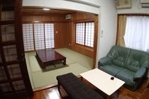 リビングスペースと和室