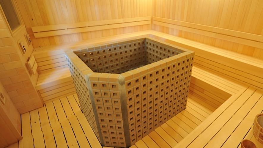 *サウナ(一例)/フィンランド式サウナは車椅子をご利用の方も利用できるスペースがございます。
