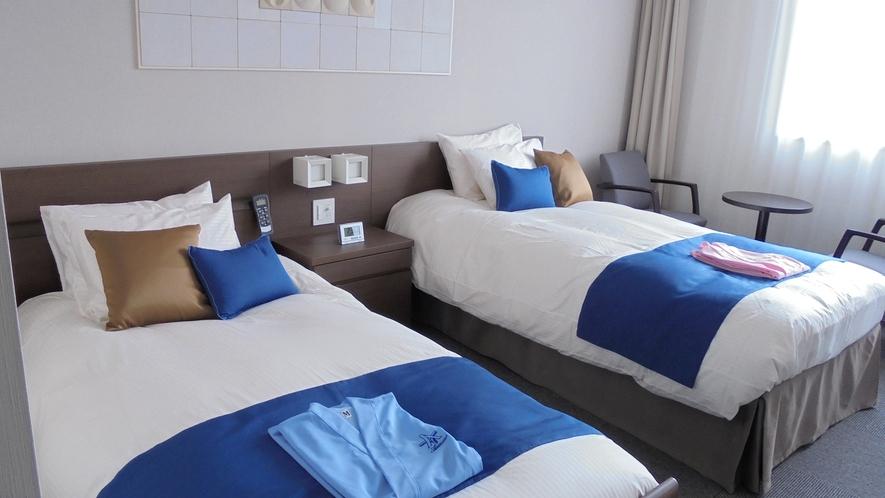 *エコノミールーム一例/各室1台のベッドは電動リクライニングベッドを設置しております。