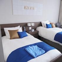 *お部屋一例/各室1台のベッドは電動リクライニングベッドを設置しております。
