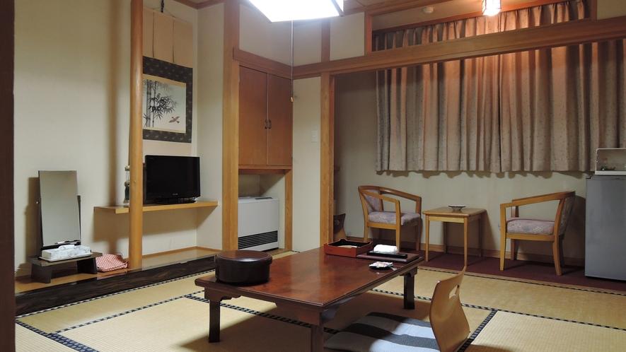 *客室一例/心やすらぐ落ち着いた和風のお部屋です。畳の上で足を伸ばしてごゆっくりおくつろぎください