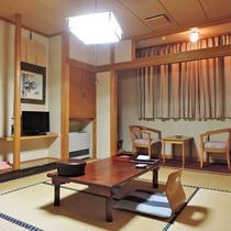 *客室一例/心やすらぐ落ち着いた和風のお部屋です。畳の上で足を伸ばしてごゆっくりおくつろぎください。