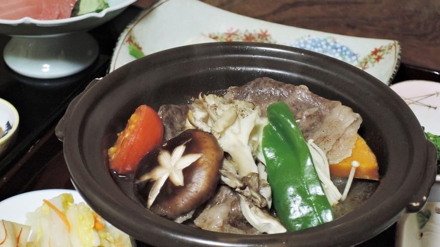 *夕食一例/季節に応じた旬の食材を使い、女将が心をこめて仕上げた郷土料理をどうぞ。
