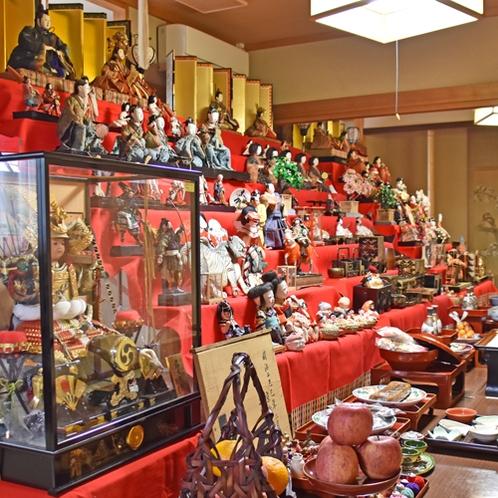 *お雛様/肘折温泉のひなまつりは4月3日(旧暦3月3日)。お部屋いっぱいに飾られた雛壇は圧巻!