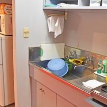 *自炊設備/調理器具や食器類もご用意しています。朝市で購入した食材の調理もこちらでどうぞ。