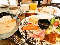 美味しい朝食 ホワイトカレー&食パンお代わり自由