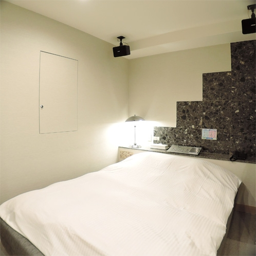 *ダブルルーム一例/シンプルで機能的なお部屋。バス・トイレ別でバスタイムも快適です!