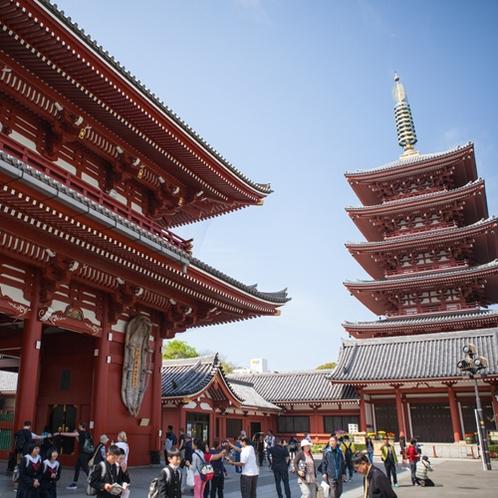 *【浅草観光】浅草観音「浅草寺」。本堂の横には五重塔が建ち、見た目も壮大!