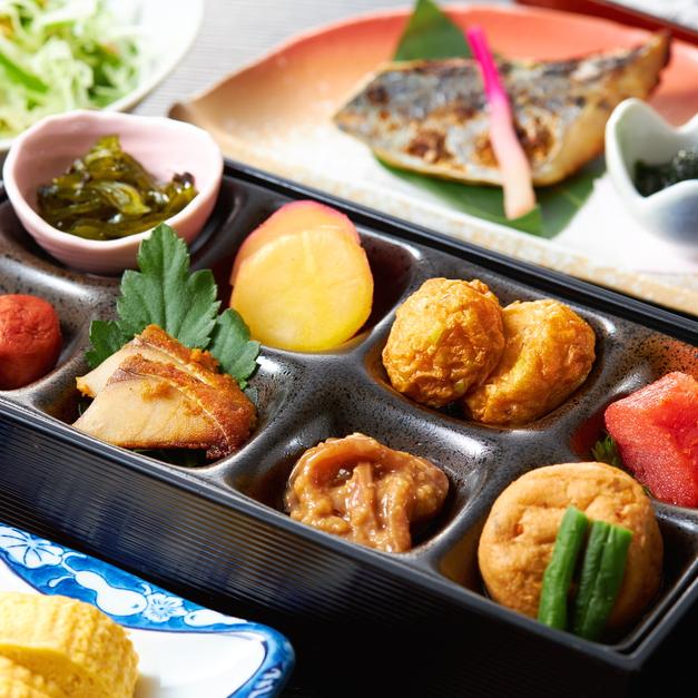 【朝食】鯖のへしこや地元老舗メーカーの蒲鉾など、ご当地グルメをお愉しみ下さいませ。