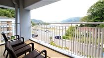 バルコニーから円山川が見えるお部屋も。(お部屋の場所により眺望は異なります)