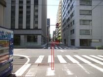 進入禁止の標識の先を右に曲がり下さい。