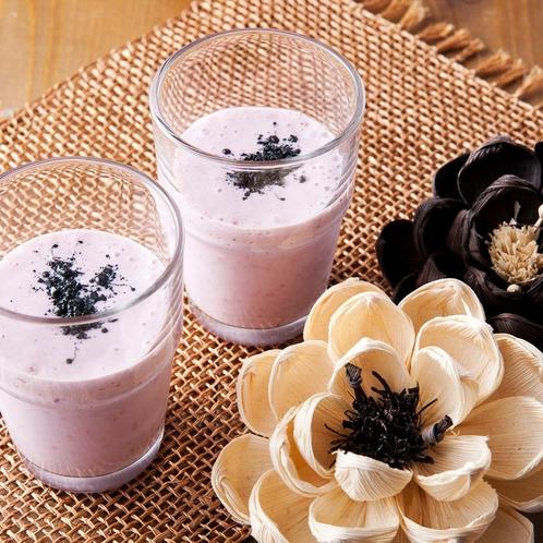 大人気☆朝食の豆乳甘酒フルーツスムージー♪何のフルーツが入っているかはその日によって異なります☆