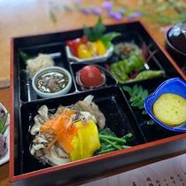 ビーガンの夕食&朝食。但馬のお野菜やお豆腐、お米、キノコや海藻などを使ったお食事は身体に優しく栄養も