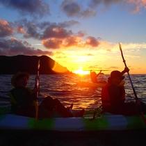 沈む夕日と赤く染まる海は絶景…