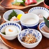一日の元気は美味しい朝食から。ご飯、お味噌汁、サラダはチョイス可能♪