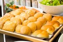 ◇日替わりパン各種◇ ロールパン・ライ麦パン・クロワッサンなど・・・ どのパンがあるかはお楽しみに!