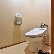 和室10畳 トイレ シンプルではございますが、快適にご利用いただけるよう清潔には気を配っております。
