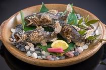 この土地ならではの川魚のあまごを塩焼きでどうぞ(夏季は鮎の塩焼きになります)
