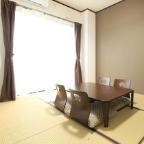 【和室6畳】落ち着いた雰囲気の和室となっております。ゆったりとおくつろぎ下さい。