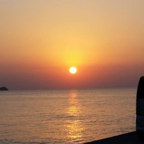目の前の海でサーフィンが出来るお宿です(^◇^)