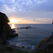 【宿の目の前からの朝焼け】すぐそこには海の絶景が広がっています!!