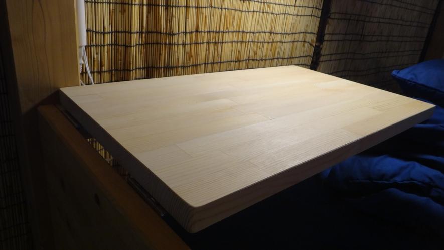 サイドテーブル (ドミトリールーム、プライベートドミトリールーム)