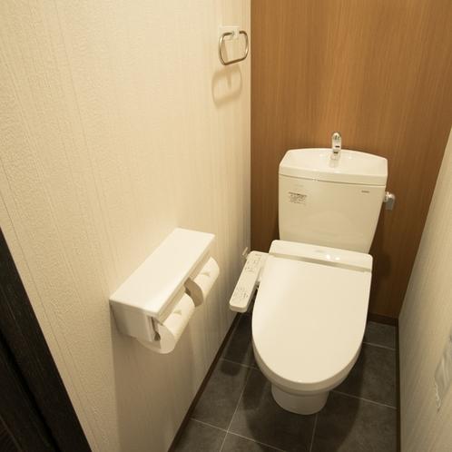 【客室設備】ウォシュレット機能付きトイレ(全室お風呂とトイレ別々です)