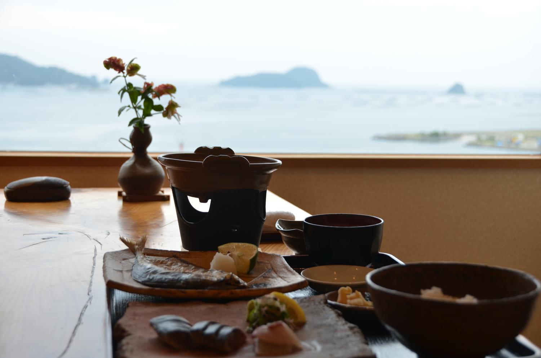 北浦湾を眺めながら、個室にてこだわりの朝食をお召し上がりください。