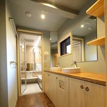 1階 バスルーム前の洗面ルーム