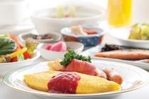 大好評の朝食バイキング(盛り付け例)