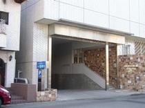 ホテル専用地下駐車場(入口)