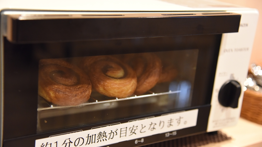 【朝食】焼きたてパン