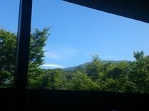 お部屋から眺める夏の空