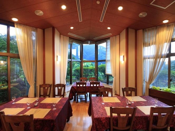 箱根ノスタルジーに浸るダイニングルーム。静かなジャズが似合います