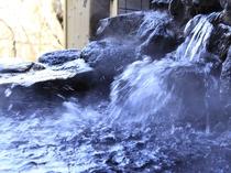 温泉吐出口 湯量豊富な「自家源泉」なので加温も加水も無しの天然温泉100%