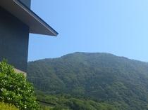 華山の玄関から望む明星ヶ岳