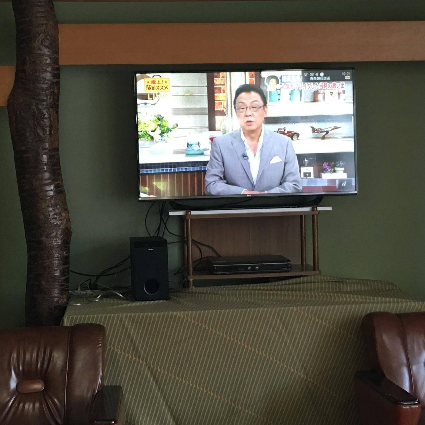 YouTubeも視聴できるロビーラウンジの55インチテレビ