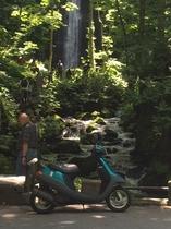 奥入瀬の雲井の滝までレンタルスクーターで15分です。