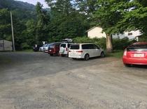 無料駐車場は30台以上収容可能