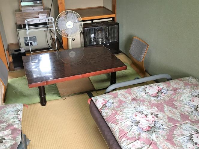 ツインルームの座卓