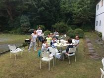 家族で楽しくバーベキューパーティ
