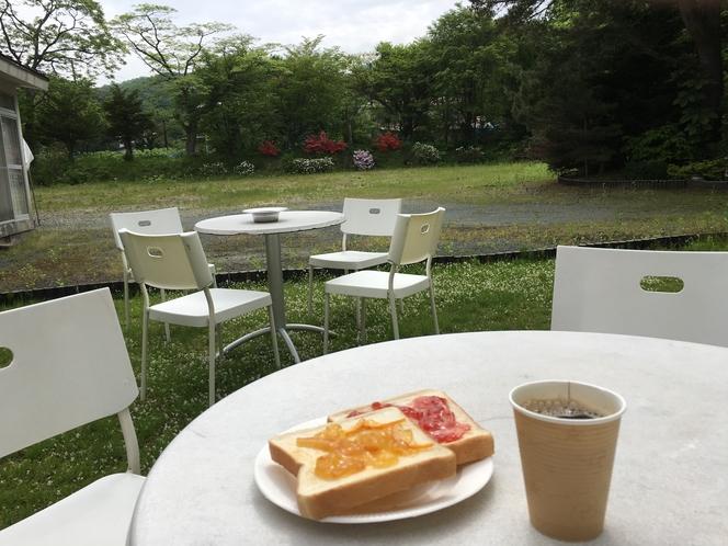 朝食も出来るテラス席