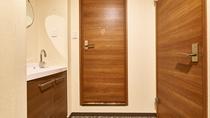 シャワールーム・トイレ室内完備