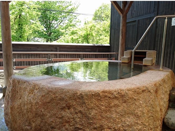天然大岩くりぬき風呂 パワーストーンと自然の力が、心と身体を癒してくれます。