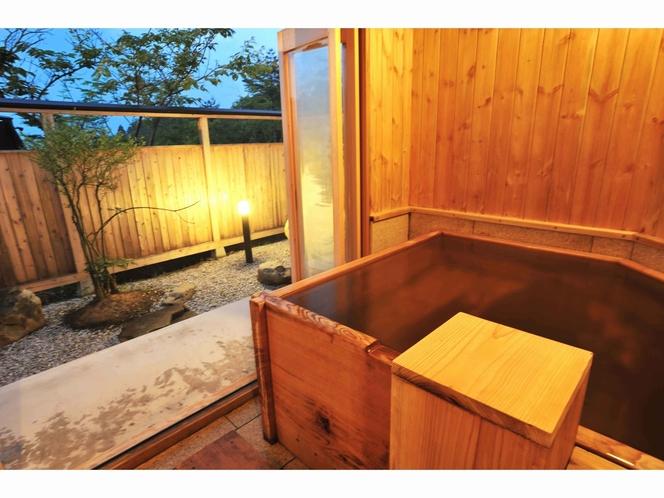 客室露天風呂にゆっくり浸かり、日々の疲れを癒して下さい。