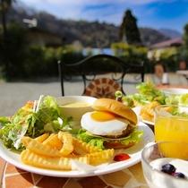 朝食のハンバーガー