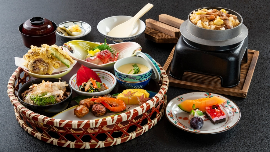 花かご盛には松茸ご飯もご用意しております