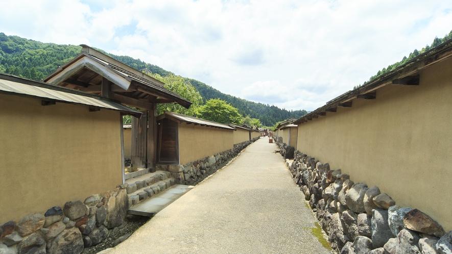 一乗谷朝倉氏遺跡は戦国時代の城下町の街並みを再現しています