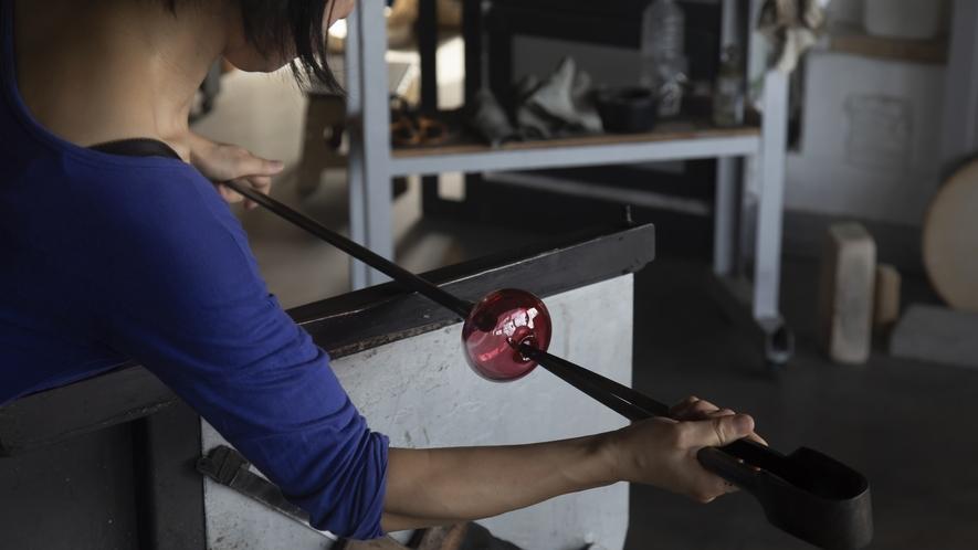 ワタリグラススタジオでは工房見学や制作体験も行っています。