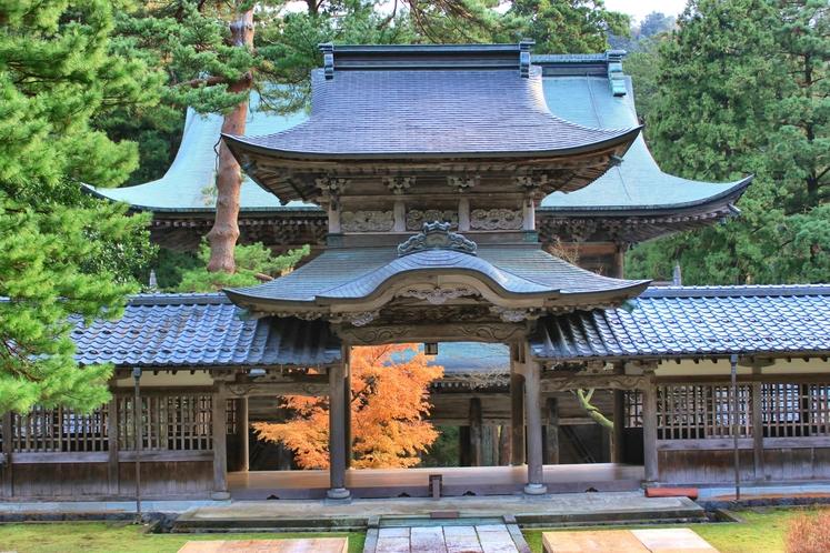 紅葉時期の永平寺の景色は大変美しく、観光客が後を絶ちません。